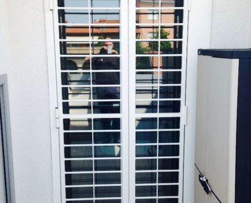 Installazione Inferriata Apribile Porta Balcone Decoro Liscio Oriz