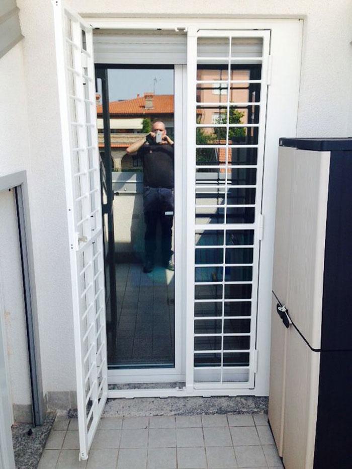 Inferriata su porte finestre con decoro tondo liscio - Inferriata porta ...