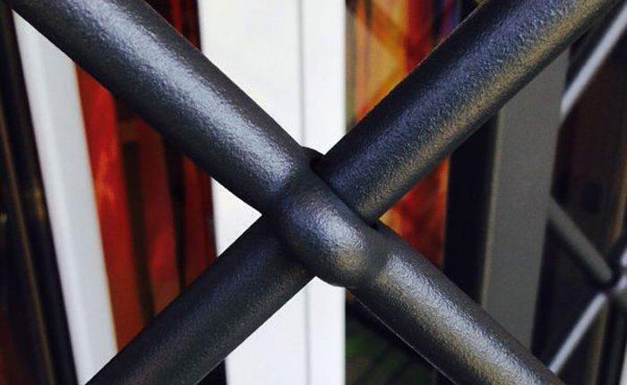 Installazione Inferriata Finestra Decoro Barra Forata