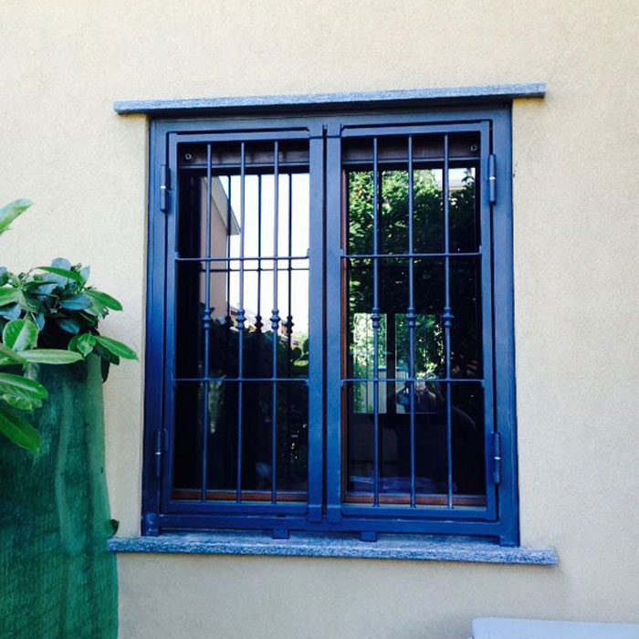 Inferriata finestre con decoro doppia borchia tonda for Finestra tonda