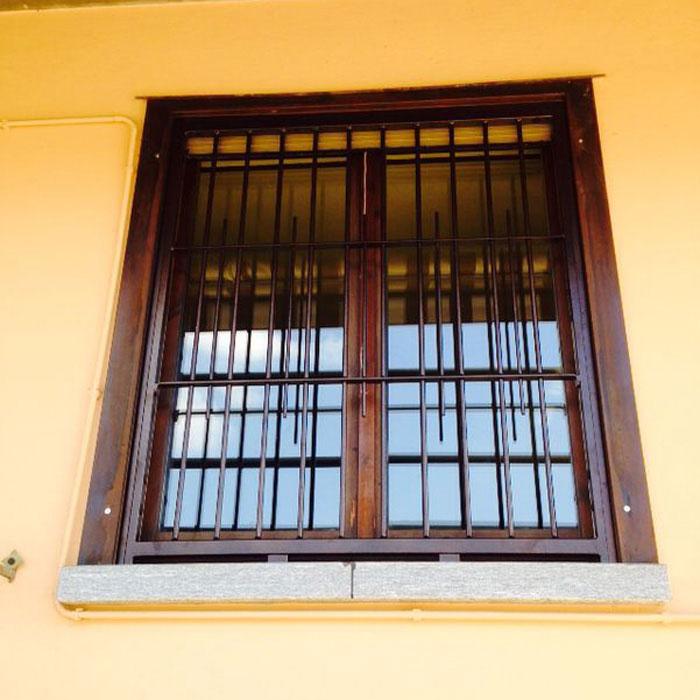 Inferriata su finestre con decoro doppio tondo tecno sicur for Finestra tonda