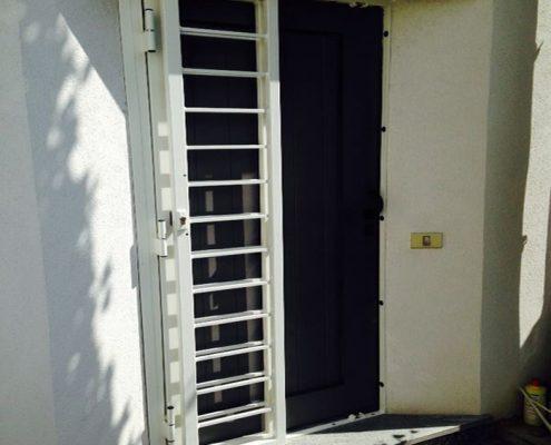 Installazione Inferriata Porta Balcone Decoro Liscio Oriz