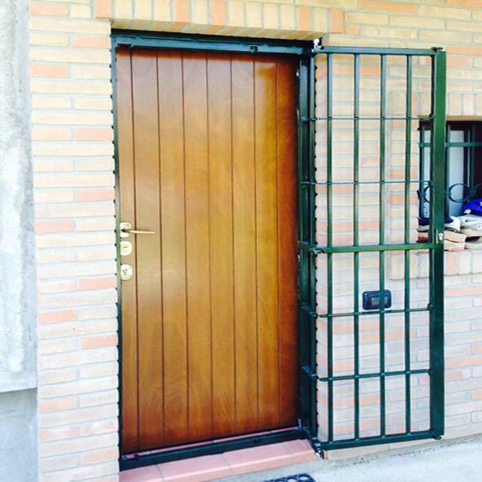 Inferriata su porte finestre con decoro barra quadra - Inferriata porta ...