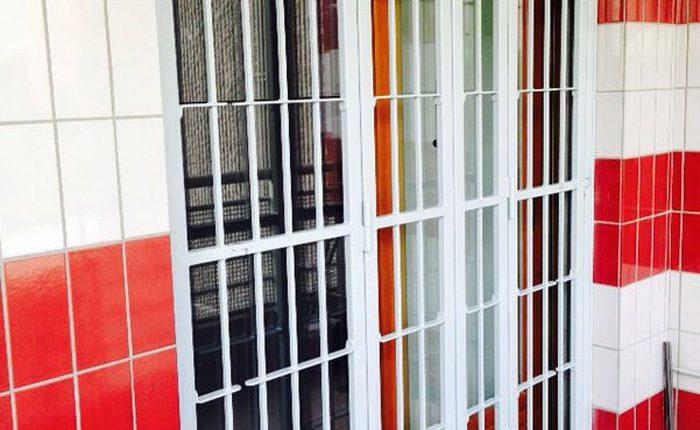 Installazione Inferriata Porta Finestra Decoro Liscio Oriz