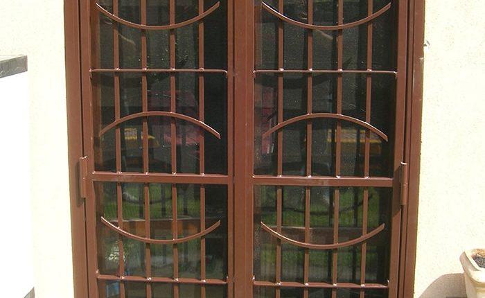 Inferriata porta finestra classica mezza luna marrone 01