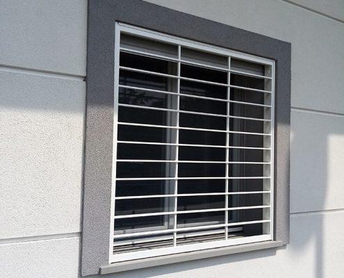 Inferriata Moderna su finestra con decoro Liscio Orizzontale bianco 01