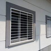 Inferriata Moderna su finestra con decoro Liscio Orizzontale bianco 02