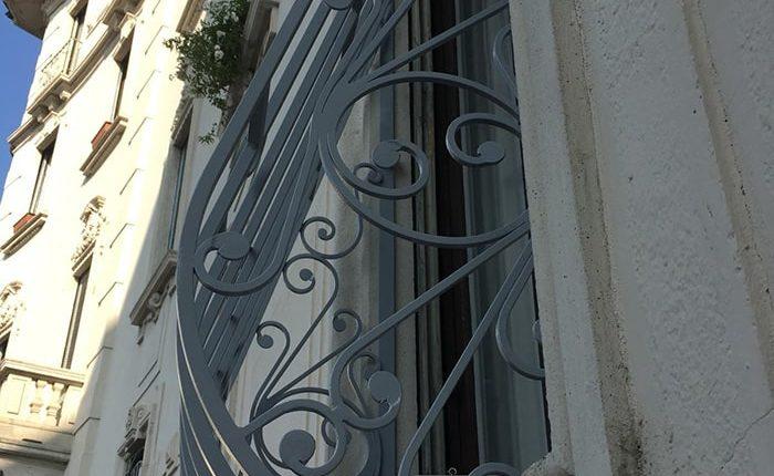 Inferriate per finestre con decoro Bombato grigio ral 04