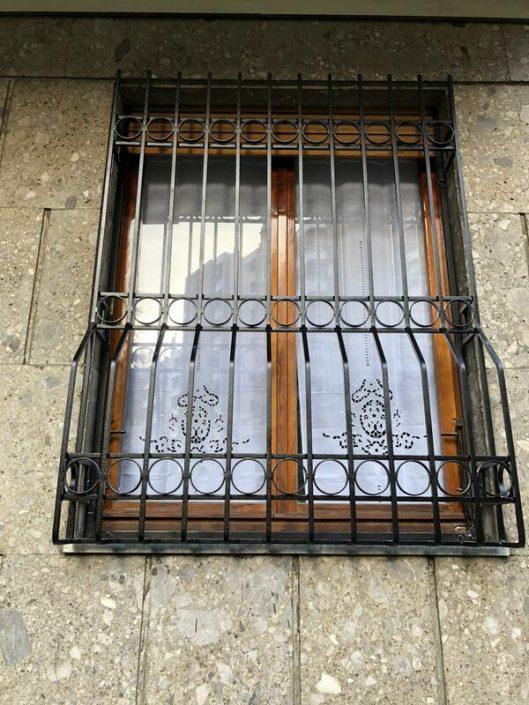 Inferriate per finestre con decoro Bombato nero 01