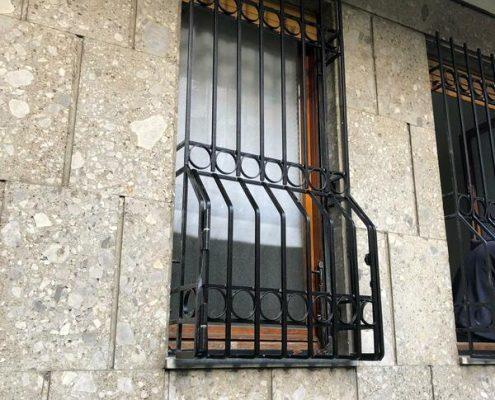 Inferriate per finestre con decoro Bombato nero 02