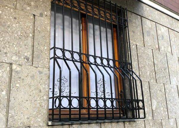 Inferriate per finestre con decoro Bombato nero 03
