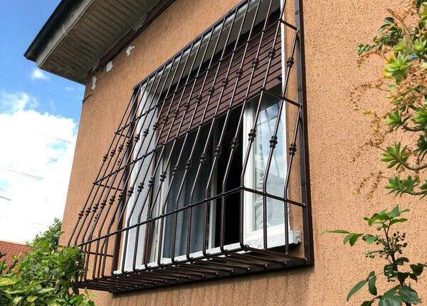 Inferriate per finestre con decoro Bombato nero ral 03