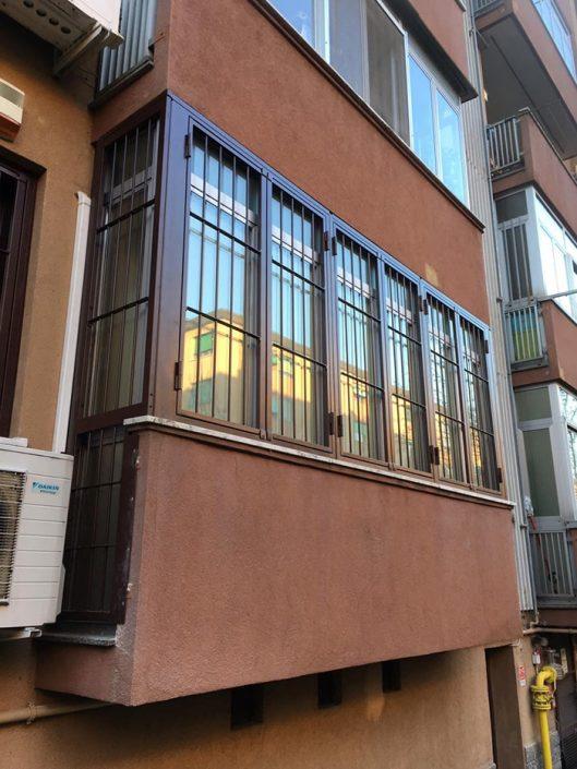 Inferriate per finestre con forme irregolari marrone ral 02