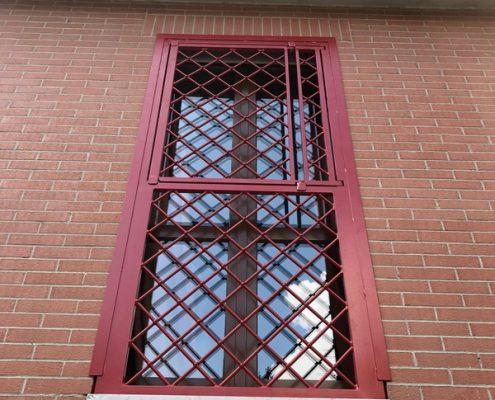 Inferriate per finestre con forme irregolari rosso ral 02